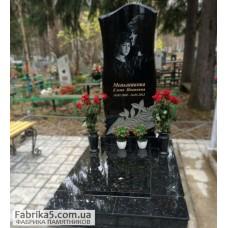 Престижный фигурный памятник из гранита №12-017,Женские памятники