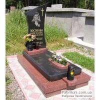 Комбинированный памятник из красного и черного гранита №13-017