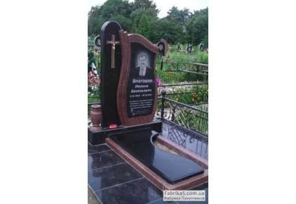 Фигурный памятник из черного и красного гарнита №14-090, Одинарные памятники