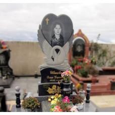 Памятник лебедь с сердцем №17-005,Памятники с Лебедем