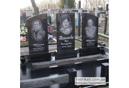 Памятник на троих №31-005, Памятники на троих