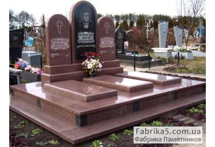 Памятник на троих №32-004, Памятники на троих