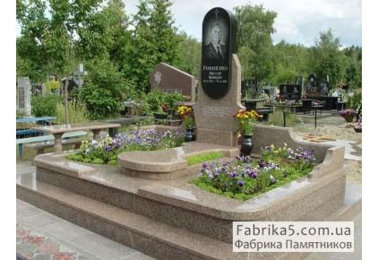 Гранитный комплекс №41-011, Мемориальные комплексы