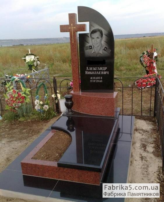 Одинарный памятник из гранита №13-039, Гранитные памятники, Фабрика Памятников
