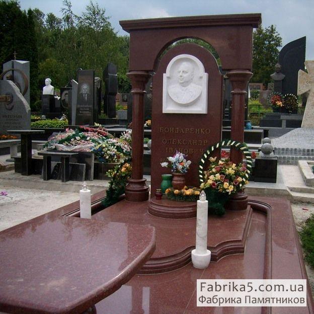 Мемориальный комплекс на кладбище №42-005, гранитные комплекса, Фабрика Памятников