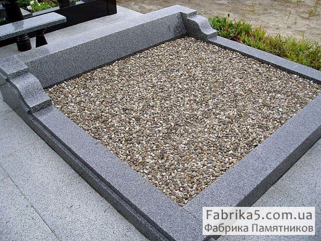 Гранитный цоколь на могилу №81-007, цоколя на кладбище, оградки на могилу, Фабрика Памятников