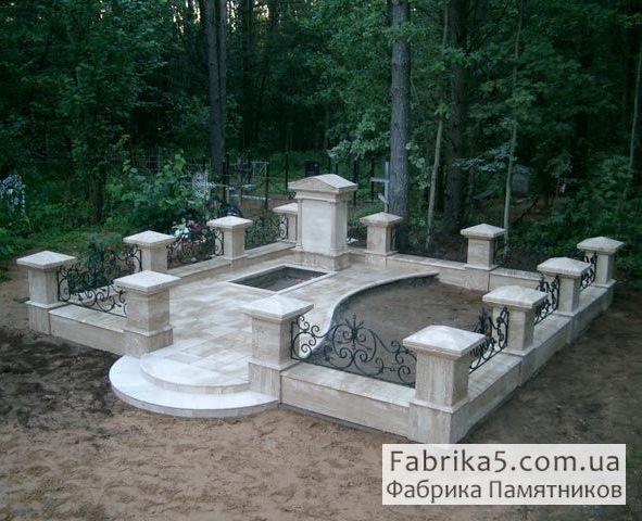 Оградка из гранита на могилу №82-022, цоколя на кладбище, оградки на могилу, Фабрика Памятников