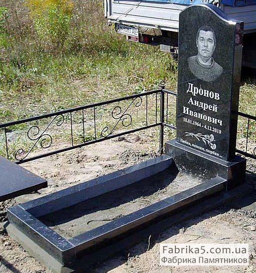 Стандартный одинарный памятник из черного гранита №11-004