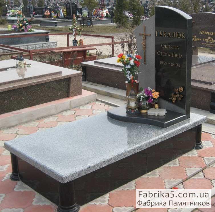 Памятник из серого и черного гранита №13-015