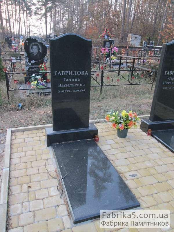 Памятник из гранита классический стандартный размер оградки на могилу