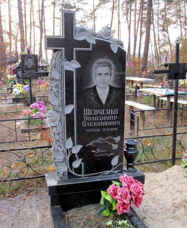 Надгробные памятники из гранита фото у мужчин двойной памятник на могилу цена в эльдорадо