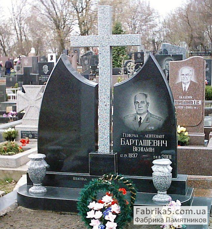 Двойные памятники на могилу Цоколь из габбро-диабаза Рижская