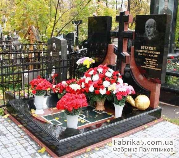 Памятник футболисту №74-001