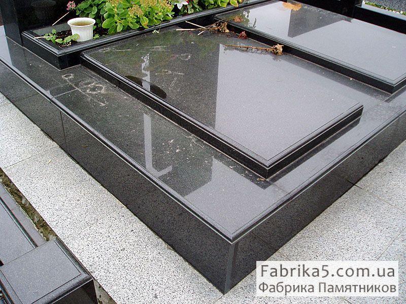 Две Стандартные надгробные плиты №85-001 из черного габбро, с фасонной обработкой торцов