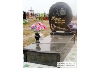 Памятник из зеленого гранита в форме цветка №14-016, Одинарные памятники