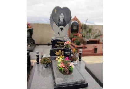 Памятник лебедь с сердцем №17-005-1, Памятники с Лебедем