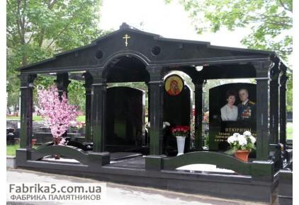 Пантеон-усыпальница из гранита  №62-004, Пантеоны на кладбище
